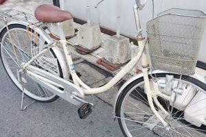 白の自転車